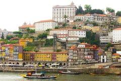 Landskap gamla Porto och traditionella fartyg, Fotografering för Bildbyråer