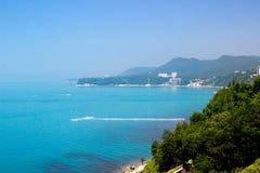Landskap, havssikt, kusten, havet och bergen Arkivfoton