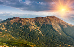 Landskap i bergen på solsken Royaltyfria Foton