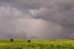 Landskap i en molnig dag Arkivbilder