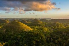 Landskap i Filippinerna, solnedgång över chokladkullarna på den Bohol ön Royaltyfri Foto