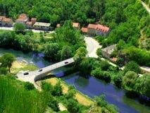 Landskap i Knin i Kroatien. Arkivfoto