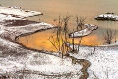 Landskap i snönatur med solnedgång Arkivfoton