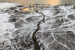 Landskap i snönatur med solnedgång Arkivbild