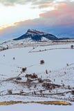 Landskap i snönatur med solnedgång Royaltyfri Bild