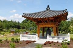 Landskap koreanen sätta en klocka på trädgårds- Virginia arkivfoton