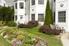 landskap lägenhetblomsterrabattar Royaltyfri Fotografi