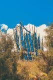Landskap med bönen sjunker nära Druk Wangyal Khangzang Stupa med 108 chortens, det Dochula passerandet, Bhutan Arkivbild