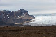Landskap med berg och glaciären Langjokull, Island Arkivbilder