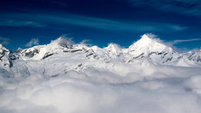 Berg och moln Arkivfoto