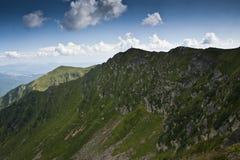 Landskap med bergkanter i de Carpathian bergen Royaltyfria Bilder