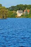 Landskap med blå yttersida av dammet Fotografering för Bildbyråer
