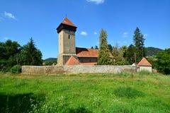 Landskap med den stärkte kyrkan royaltyfri foto