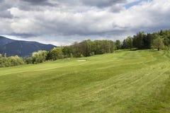 Landskap med den tjeckiska golfbanan Arkivfoto