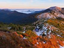 Landskap med en bergsjö Royaltyfria Bilder