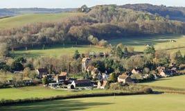 Landskap med en by i dalen Arkivfoto