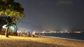 Landskap med en nattstrand i Thailand på Koh Samui royaltyfria foton