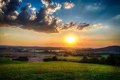 Landskap med färgrik solnedgång Royaltyfri Foto