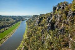 Landskap med floden Royaltyfri Foto