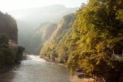 Landskap med floden och kullar Royaltyfri Fotografi