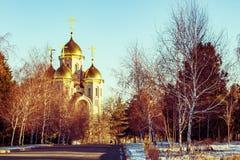 Landskap med guld- kupoler av den kyrkliga ortodoxa kyrkan Arkivbild