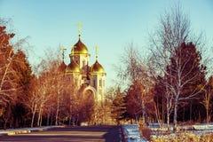 Landskap med guld- kupoler av den kyrkliga ortodoxa kyrkan Royaltyfri Fotografi