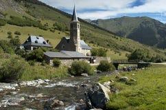 Landskap med kyrkan royaltyfri bild