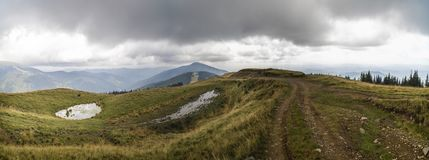 Landskap med offroad på berget royaltyfri fotografi