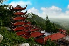 Landskap med pagoden på berget Ta Ku. Vietnam Arkivbilder