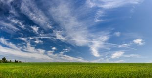 Landskap med perfekt himmel Arkivfoto
