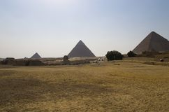 Landskap med pyramider och sfinxen Royaltyfri Bild