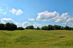 Landskap med rullningsgräsplan Hils Arkivbild