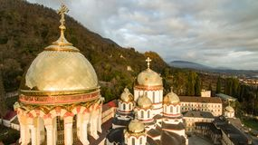Landskap med sikter av den nya Athos Christian kloster Royaltyfria Foton
