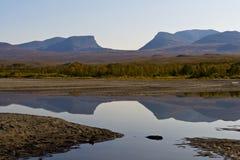 Landskap med Tornetrask sjön och den u-formiga dalen Lapporten, inte arkivfoto