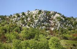 Landskap nära Studenci stämma överens områdesområden som Bosnien gemet färgade greyed herzegovina inkluderar viktigt, planera ut  Arkivfoto
