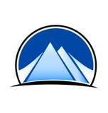 Landskap och berglogovektor Fotografering för Bildbyråer