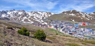 Landskap och cityscape av Pas de la Casa i Andorra Royaltyfria Bilder