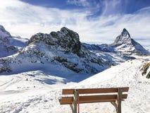 Landskap och natur av berget Matterhorn från trästol VI royaltyfria foton