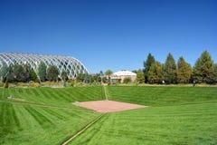 Landskap och Retro futuristiskt växthus Royaltyfri Fotografi