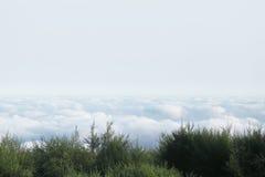 Landskap ovanför molnen fotografering för bildbyråer