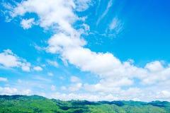 Landskap på berget med himmel Fotografering för Bildbyråer