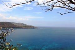 Landskap på den Batu Layar stranden royaltyfria bilder
