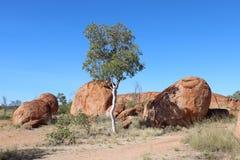 Landskap på jäkelmarmorn i Australien royaltyfria foton