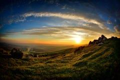 Landskap på solnedgången i vår Arkivfoton