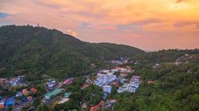 landskap på vägen att gå till Phuket den stora Buddha Royaltyfri Bild