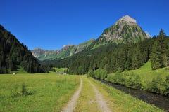 Landskap på vägen från sjön Obersee till ntalerseen för ½ för sjöKlï ¿ royaltyfri bild