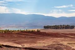 Landskap runt om dammfacket El-Ouidane royaltyfri foto