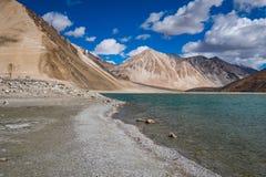 Landskap runt om Pangong sjön i Ladakh, Indien Royaltyfria Foton