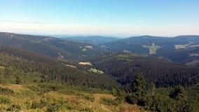 Landskap sikten av berg i Pec-fröskidan Snezkou, Tjeckien royaltyfri bild