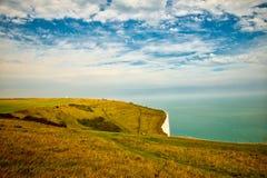 Landskap sikten av de vita klipporna på Dover arkivfoton